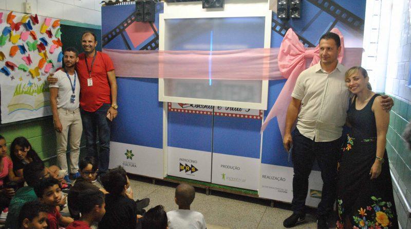 Escola Municipal João Geraldo dos Santos recebe doação de Cinemateca