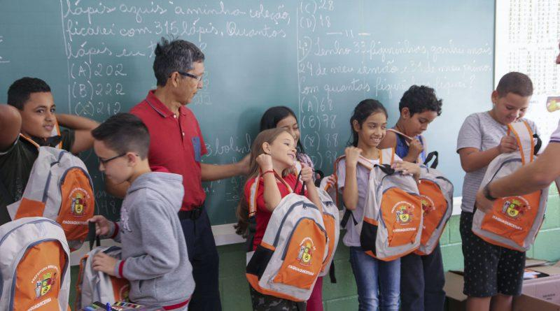 Prefeitura de Itaquá inicia entrega de material escolar